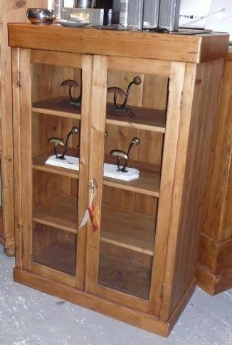 armoirette ancienne en pin int gralement restaur e et modifi e en vitrine style antique. Black Bedroom Furniture Sets. Home Design Ideas