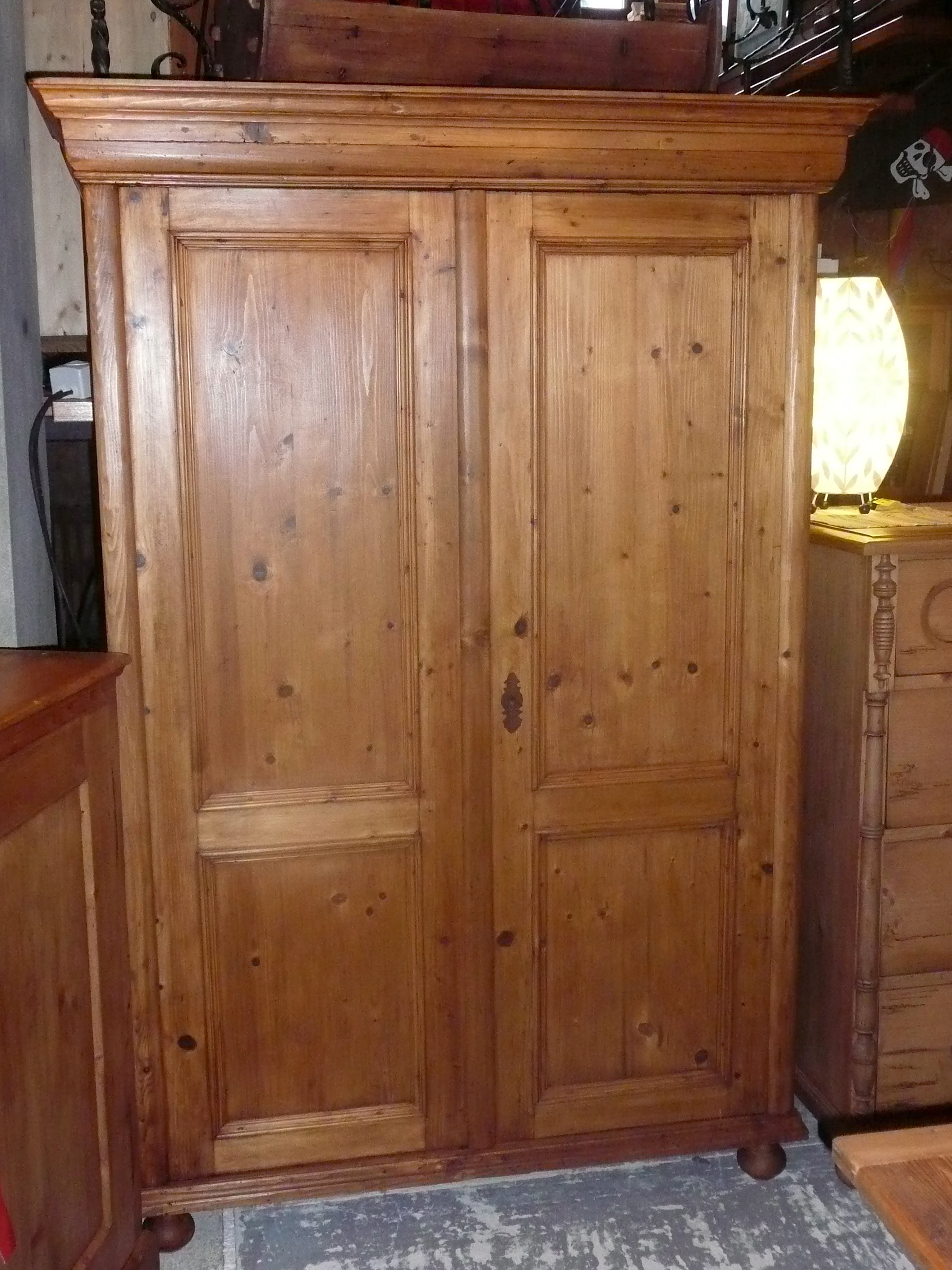 armoire ancienne en pin 2 portes int gralement restaur e style antique. Black Bedroom Furniture Sets. Home Design Ideas