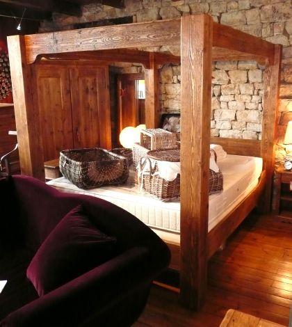 lit baldaquin en vieux plancher cir style antique. Black Bedroom Furniture Sets. Home Design Ideas